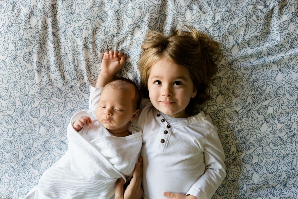 infant_and_sis